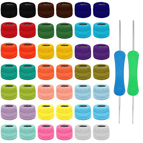 Kurtzy Hilo Crochet Colorido (42 Bolas) – 2 Agujas de Ganchillo (1 mm y 2 mm) Cada Madera de hilo de Algodón Pesa 10 g – Total de 2520 m de Hilo de Ganchillo de Colores - Kit Crochet Surtido
