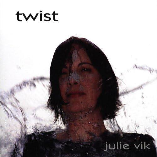 Resin - Vik, Julie