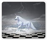 ユニコーンマウスパッドおしゃれ耐久滑り防止、チェス盤上のデジタルシュールな海、ユニコーン馬ギャロッピング神話アートプリント、長方形の滑り止めラバーマウスパッドおしゃれ耐久滑り防止、、ホワイトグレー