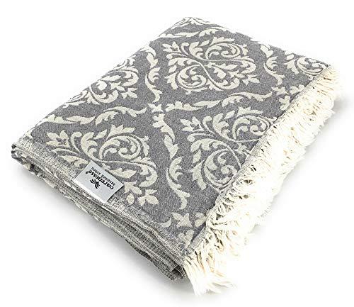 Carenesse Tagesdecke BAROCK Muster grau, 150 x 200 cm,100prozent Baumwolle, leichte dünne beidseitig schöne Decke mit kurzen Fransen, Überwurf für Bett Sofa & Couch, Tischdecke, Dekodecke