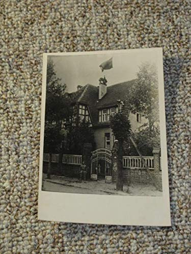 Fotografie / Fotokarte Bad Liebenstein. Eingang zur Rosa-Luxemburg-Schule (mit wehender Fahne)