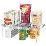 mDesign accesorios para interiores de armarios de cocina – Práctica balda extensible de metal para ampliar el espacio – Estante para platos antideslizante – plateado