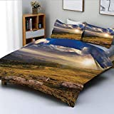 Juego de funda nórdica, paisaje de colinas de monta?a con luces brillantes del sol en el prado Misty Rural Panorama, juego de cama decorativo de 3 piezas con 2 fundas de almohada, polvo de ámbar azul,