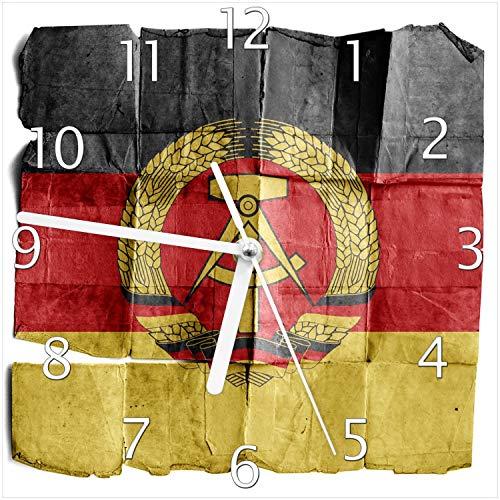 Wallario Design Wanduhr DDR Flagge auf altem Papier - schwarz rot Gold aus Echtglas, Größe 20 x 20 cm, weiße Zeiger