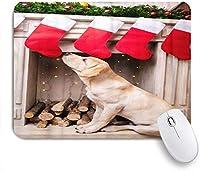 PATINISAマウスパッド 暖炉のそばでクリスマスソックスで座っているかわいいラブラドールレトリバー犬 ゲーミング オフィ良い 滑り止めゴム底 ゲーミングなど適用 マウス 用ノートブックコンピュータマウスマット
