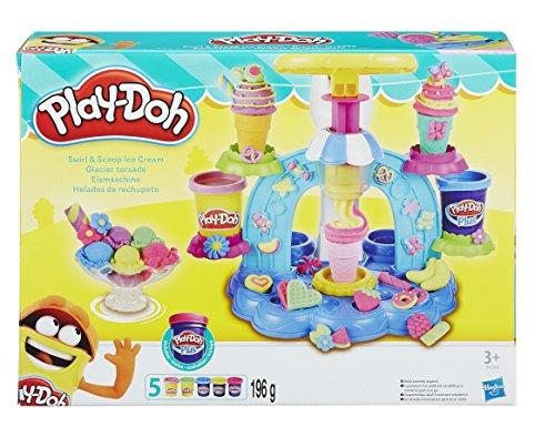 Los niños podrán crear las copas y los conos de helado más deliciosas con la plastilina Play-Doh y Play-Doh Plus El asa fácil de apretar hace que crear sea fácil de usar para las pequeñas manitas de las niñas y niños Las copas, conos y otros accesori...