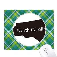 カロライナのアメリカ合衆国の北の地図のシルエット 緑の格子のピクセルゴムのマウスパッド