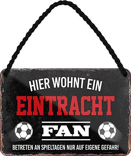 Blechschilder HIER WOHNT EIN Eintracht Fan Hängeschild für Fußball Begeisterte Deko Artikel Schild Geschenkidee 18x12 cm