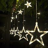 138 piccole luci al centro (tra le stelle o sulla catena) distribuiscono su 12 fili, ogni filo ha una stella. La stella LED può essere appesa su alberi di Natale, pareti, finestre, porte, pavimenti, soffitti, prati ecc. Decorate il vostro giardino, g...