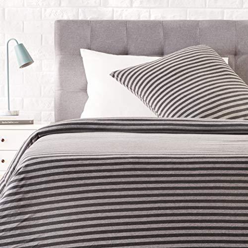 Amazon Basics - Bettwäsche-Set, Jersey, gestreift, 135 x 200 cm / 80 x 80 cm, Dunkelgrau