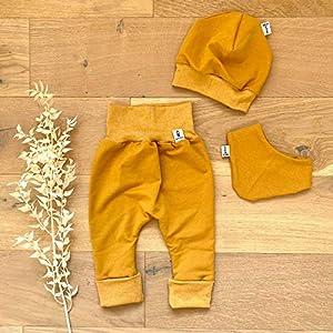 ANGEBOT Set – Hose, Mütze, Halstuch – Herbst French Terry Senf (Senf Melange) Baby Junge Mädchen Babykleidung