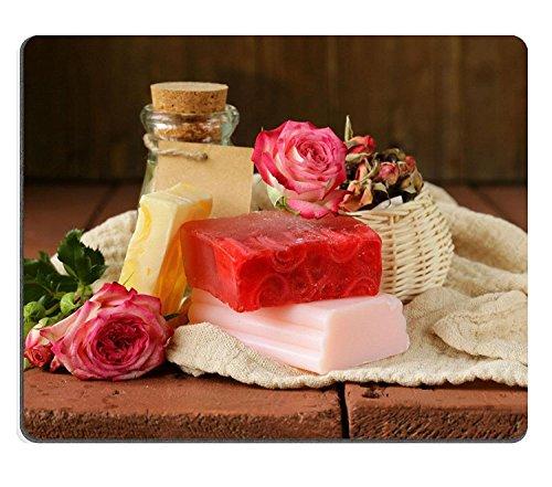 luxlady Naturkautschuk Gaming Mousepads handgefertigte Seife mit dem Duft von Rosen auf eine Holz Tisch Bild-ID 25601515