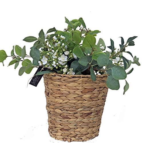 Ramo de flor artificial con cesto incluido. Cesto con flores artificial con flores silvestres artificiales, son diferentes tallos de eucaliptos y unas ramas de flores blancas silvestres