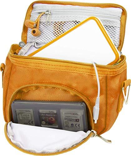 Orzly Travel Bag for Nintendo DS Consoles (Bolsa de Viaje para Consola Juegos y Accessarios) - Adapta TODOS Los Versiones de DS con Pantalla Plegable (Por ejemplo: DS / 3DS / 3DS XL / DS Lite / DSi / New 3DS / New 3DS XL / 2DS XL / etc pero no 2DS Modelo Version) - Bolso incluye: Correa para el Hombro Ajustable + Llevan la Manija + Fijación a un Cinturón - NARANJA