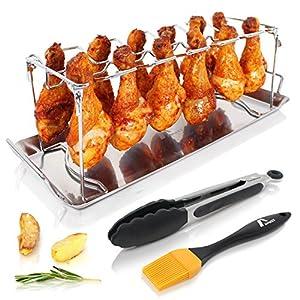 El soporte de barbacoa para muslos de pollo tiene espacio para hasta 12 muslitos y se puede usar en horno y en barbacoa La grasa se cae a la bandeja en vez de acumularse en al rededor del pollo, por lo que las alitas se quedan crujientes La montura s...