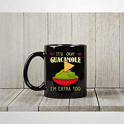 Taza de café con aguacate con texto en inglés 'It's Okay Guacamole I'm Extra Too Taza de té divertida para veganos y vegetarianos, regalos para amantes del aguacate, taza de 11 onzas