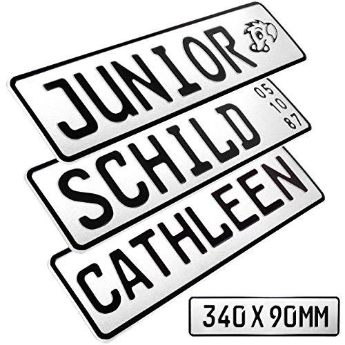 1 Stück Kennzeichen Junior-Schild 34cm x 9cm Bohrung Farbwahl Wunschtext Wunschprägung Muster Datum Namenskennzeichen Bohrung / Saugnäpfen Namensschild Bobbycar Kettcar FUN Schild in Weiß