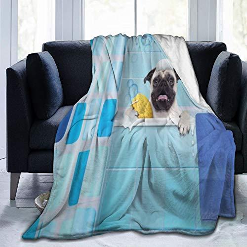 QIUTIANXIU Mantas para Sofás de Franela 150x200cm Perro Pug en una bañera con expresión Divertida Pato y Toalla Tiempo de Lavado de Mascotas domésticas Manta para Cama Extra Suave