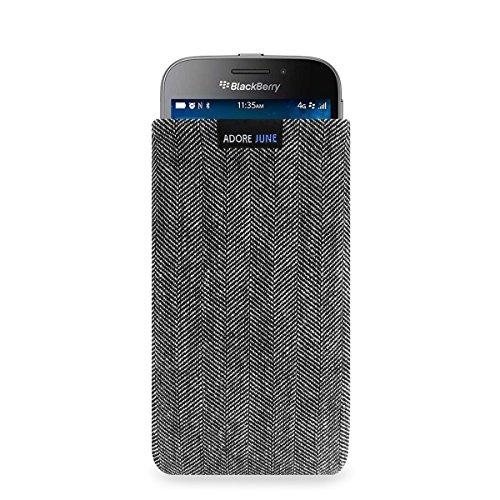 Adore June Business Tasche für BlackBerry Classic Handytasche aus charakteristischem Fischgrat Stoff - Grau/Schwarz | Schutztasche Zubehör mit Bildschirm Reinigungs-Effekt | Made in Europe