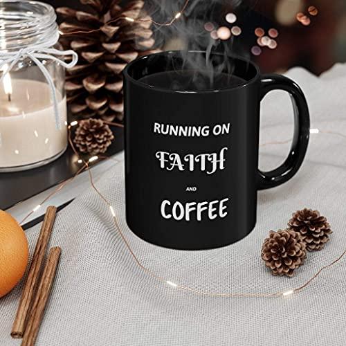 Taza de cerámica negra inspiradora con texto en inglés 'Running On Faith and Coffee' de 325 ml, dos caras diestros o zurdos