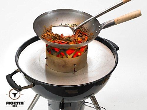 Moesta-BBQ 10119 WOK'N BBQ - Komplettpaket für Kugelgrills – Perfekte Wok-Gerichte vom Kugelgrill – Mit Wok Grilleinsatz, Wok-Pfanne, Wok-Löffel und Ablagering - Für Grills mit 57cm Ø