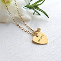 Collana personalizzata con cuore in oro con inciso 'love' o 'amore' e perla d'acqua dolce per la sposa