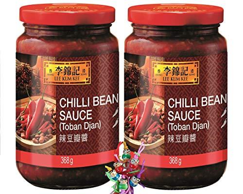 yoaxia ® - 2er Pack - [ 2x 368g ] LEE KUM KEE Scharfe Bohnensauce ( Toban Djan ) Chili Bean Sauce + ein kleines Glückspüppchen - Holzpüppchen