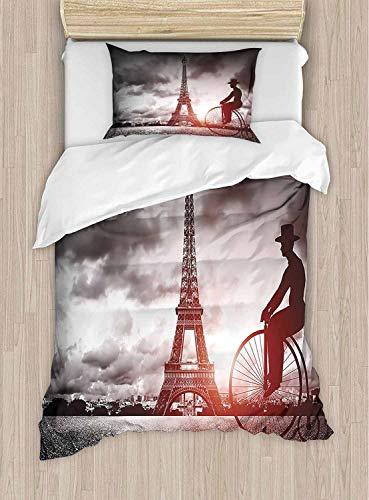 shirlyhome - Set di 2 Lenzuola da Hotel di Alta qualità, Motivo: Uomo su Bicicletta rétro Accanto alla Torre Eiffel, Parigi, Francia, Cielo drammatico, 2 Pezzi, California King