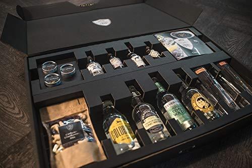 KÖNIGSKISTE 'Gin' | Gin Tonic Set | Gin Tasting für Zuhause | Geschenk | 4 x Gin (Monkey47, Duke, Illusionist, Windspiel), 4 x Tonic, 3 x Gewürze, 2 x Gläser, Snacks, Eiswürfelform, Begleitheft