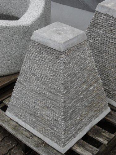 Wasserpyramide Brunnen aus grauem Kalkstein - Trog Fountain Becken Granitbrunnen