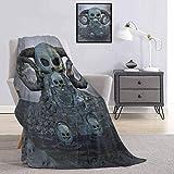 Calavera de grado comercial impreso manta espeluznante trono espeluznante con muchos cuernos y antorchas tumbas de la muerte fantasmas tema reina rey w60 x l70 pulgadas azul plata
