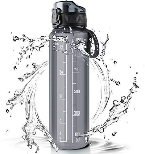 FRETREE Trinkflasche 1L Sport Wasserflasche - [Trinkflasche BPA Frei] Trinkflasche mit rutschfest Gummi Grip Geeignet für Die Fahrrad, Outdoor, Schule, Gym (Transparentes Grau)