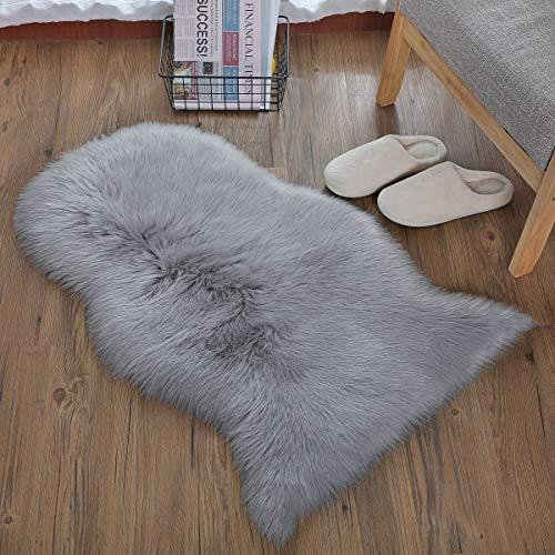 HEQUN Faux Lammfell Schaffell Teppich Kunstfell Dekofell Lammfellimitat Teppich Longhair Fell Nachahmung Wolle Bettvorleger Sofa Matte (Grau, 50 X 80 cm)