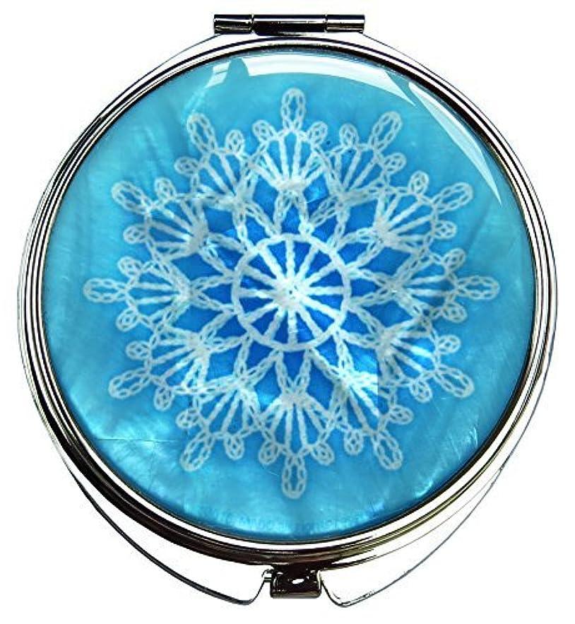 好ましい乱気流資格MADDesign 真珠の金属デュアルコンパクトのスカイブルー折りたたみ化粧鏡の母はスノーフレーク白いレースを拡大します 空色 [並行輸入品]