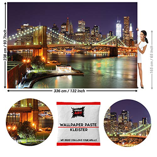 GREAT ART Fototapete Brooklyn Bridge bei Nacht 336 x 238 cm – Big Apple USA Skyline Foto Nachtleben Wall Street Wandtapete Dekoration Wandbild – 8 Teile Tapete inklusive Kleister