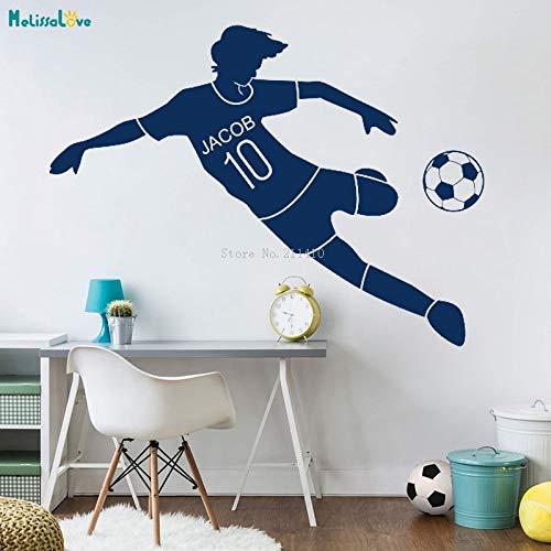 WandtattoosUnd digitale Fußball-Wandtattoos mit personalisierten Aufklebern schmücken das Wandbild des Kinderzimmers im Kindergarten der Jugendbewegung