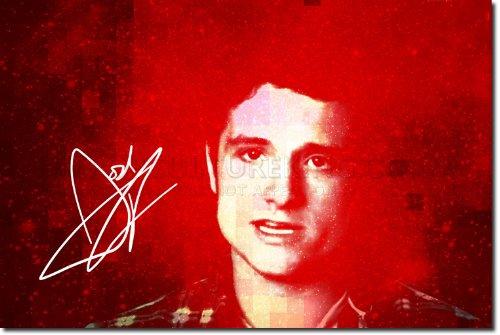 Josh Hutcherson Kunstdruck 2 (mit signierter Autogramm Nachbildung) Hochglanz Poster - Größe: 12 x 8 Inches (30x20cm)