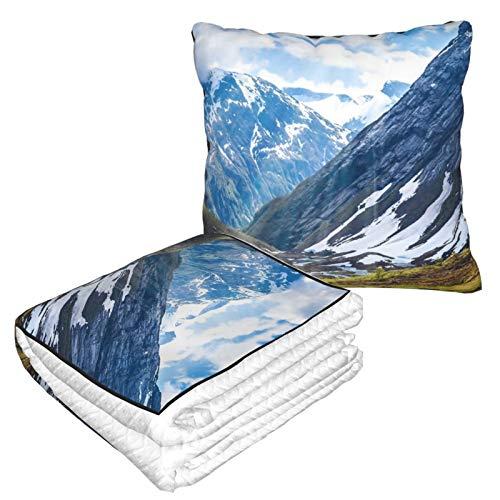 Manta de viaje y almohada premium suave 2 en 1 de avión, manta de cabina sola, nubes, campo de campo, césped, montaña, naturaleza, nieve, con funda de almohada suave, para sofá, camping, coche, viajes