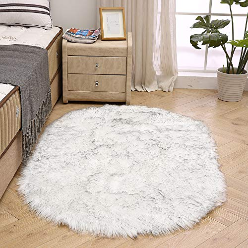 LEEVAN Super Soft Bedroom Rug Faux Fur Wool Oval Carpet Fluffy Shaggy Kids Play Mat Girls Runner Area Rug for Sofa Floor or Living Room Accent Home Decorate(White and Black,3ft x 5ft)