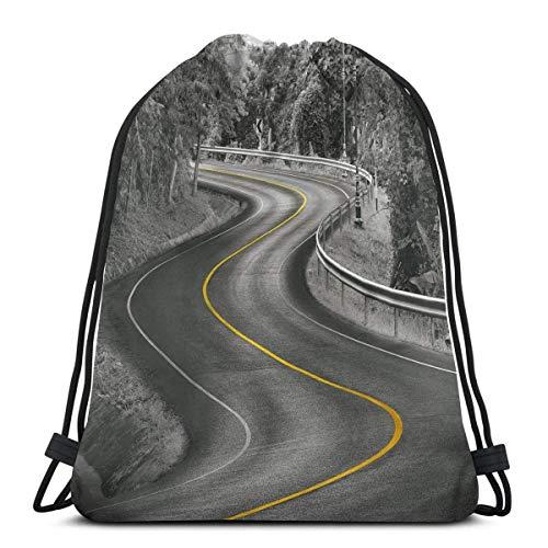 Carretera de Asfalto con Curvas con línea Amarilla en árboles forestales de Naturaleza Media, Cierre de Cuerda Ajustable Mochilas con cordón Impresas Bolsas