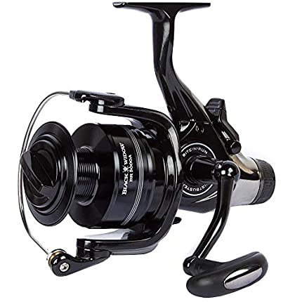 Daiwa - Carrete Baitrunner 'Black Widow' Tamaños 3500A/4000A/4500A/5000A para Pesca de Carpa, Salmón, Trucha, Pesca Deportiva - 4500A, 4500 BR
