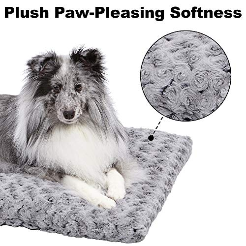 MidWest Homes for Pets Deluxe Dog Beds Super Plush Dog & Cat Beds Ideal for Dog Crates Machine Wash & Dryer Friendly, 1-Year Warranty
