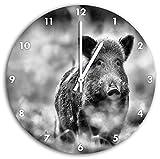 Monocrome, Stolzes Wildschwein im Wald, Wanduhr Durchmesser