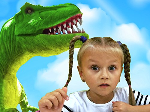 Yasya im Park der Dinosaurier
