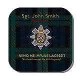 The Black Watch Premium bevande tazza sottobicchiere un' immagine di una giacca distintivo di nero, motivo scozzese con il motto Nemo Me Impune Lacessit 'No One ha Me Impunemente'