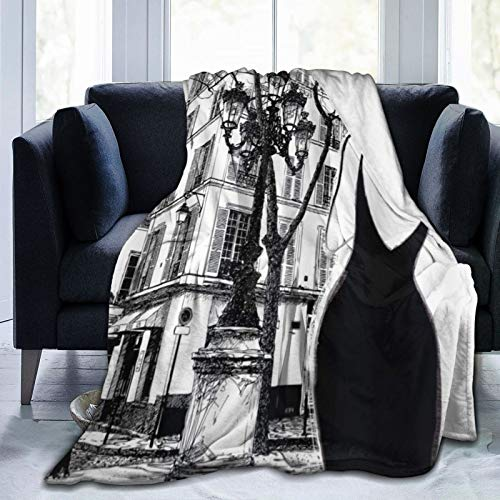 QIUTIANXIU Flanell Fleecedecke Kuscheldecke Heimdecke,Pariser Stadt Junge Elegante Frau in einem schwarzen Kleid im Pariser Straßen-Altbau-Fassaden-Stadtbild 150x200cm