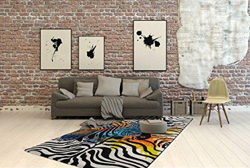 Hoogwaardig tapijt, modern tapijt, woonkamertapijt, in mooie kleuren, designtapijt in mooie kleuren, kwaliteitsproduct, voor de open haard of als markante accessoire in je woonkamer, het tapijt straalt een uitdrukking van avontuurlijke uitstraling uit. Het tapijt in zebradesign voelt zacht aan en past met zijn kleurstelling in elke moderne woonlandschap.
