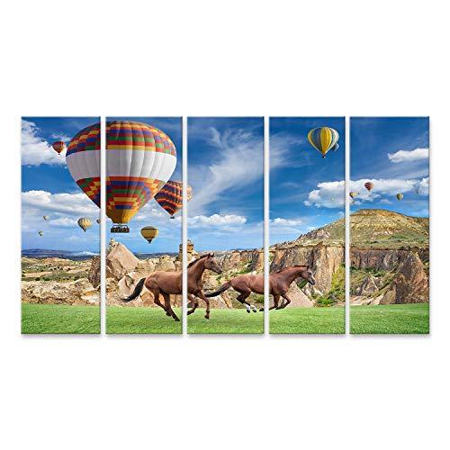 islandburner Cuadro en Lienzo Un Globo aerostático y Dos Caballos Corriendo en Capadocia, Turquía. Cuadros Modernos Decoracion Impresión Salon