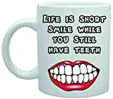 Mug en céramique Life is Short Smile While You Still Have Teeth Joke