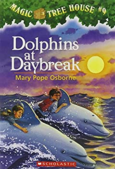 Paperback Dolphins at Daybreak (The Magic Tree House) Book